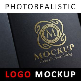 ロゴモックアップ - ブラックジュエリーボックス上のゴールドホイルスタンピングロゴ