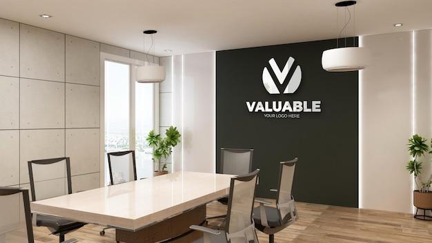 Макет логотипа в современном конференц-зале с индустриальным дизайном интерьера