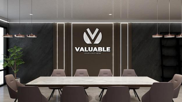 Макет логотипа в конференц-зале современного дизайна с коричневыми стульями