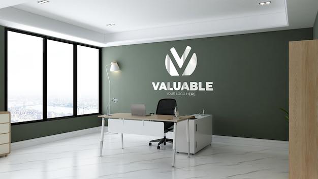 Макет логотипа в зеленой комнате офис-менеджера