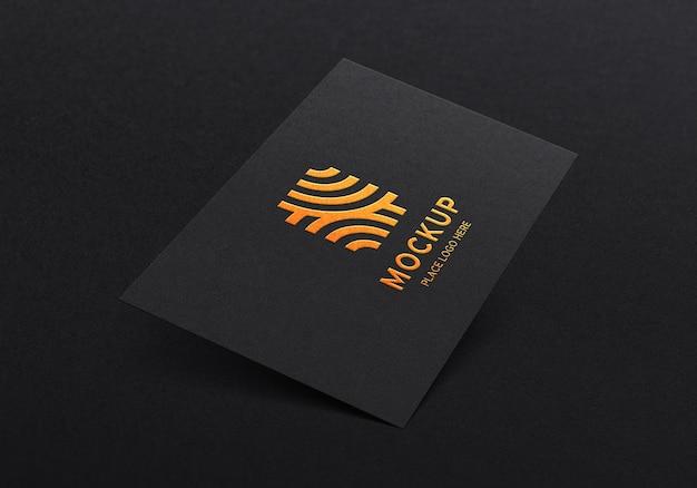 Мокап логотипа на перспективной визитной карточке