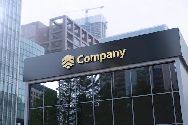 Макет логотипа на черном фасаде вывески офисного здания