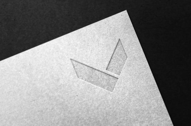 Макет логотипа на крафт-бумаге