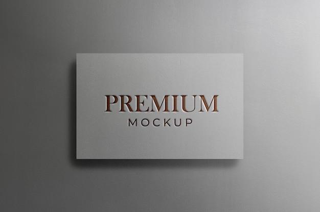 Макет логотипа на белой визитной карточке