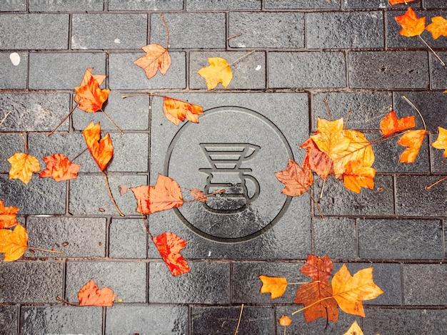 濡れたレンガのモックアップのロゴ