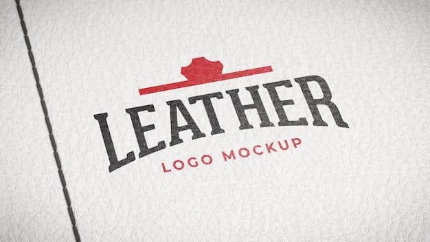 Макет логотипа нарисован на белой коже с помощью стежков