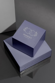 Luxurious jewelry packaging composition