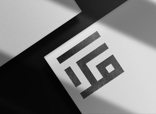 Роскошный черный тисненый бумажный макет с предполагаемым видом