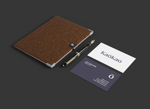 本とペンで豪華な名刺のモックアップ