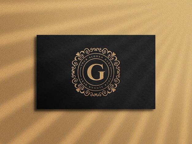 금 활자 효과가있는 고급 명함 모형