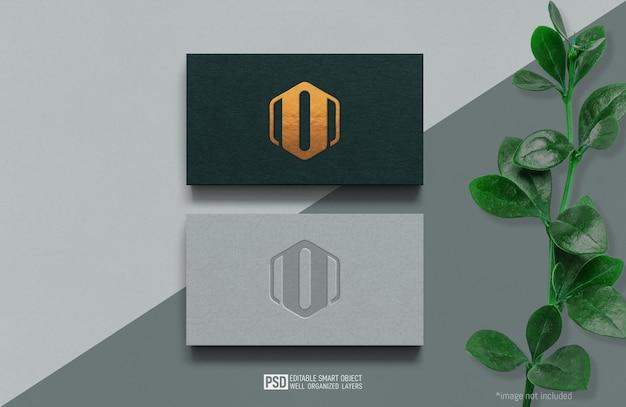 럭셔리 짙은 녹색과 밝은 흰색 명함 로고 모형