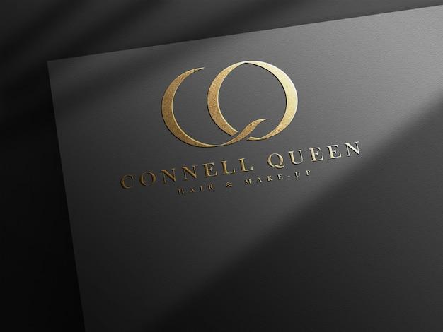 Роскошный макет золотого тисненого логотипа на серой бумаге