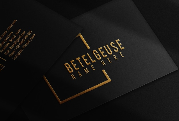Роскошный золотой тисненый макет визитной карточки с логотипом