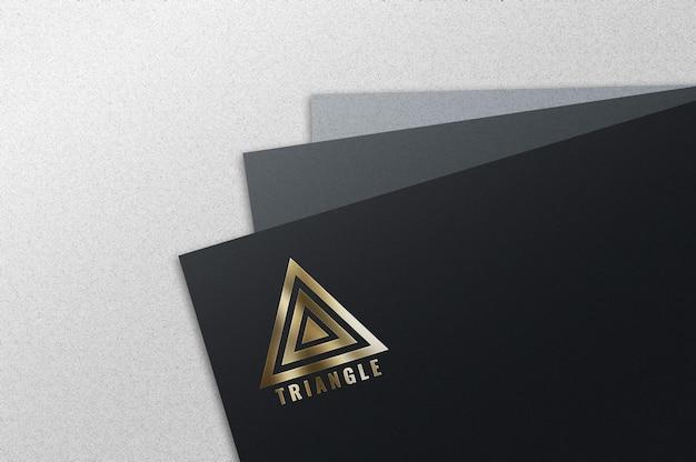 豪華な金箔のロゴのモックアップ