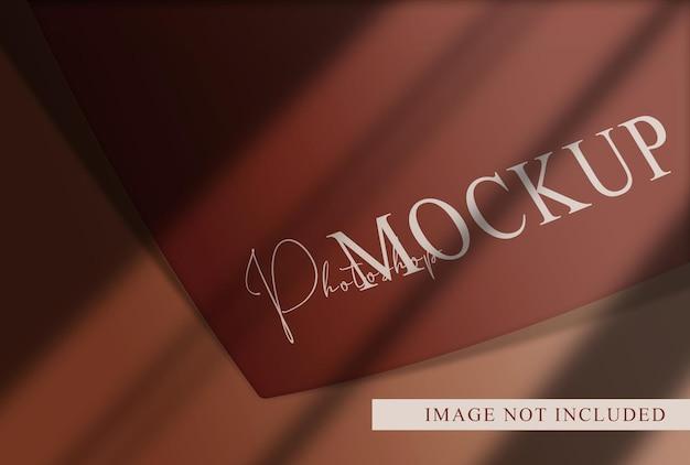 上記の豪華なロゴのモックアップカード