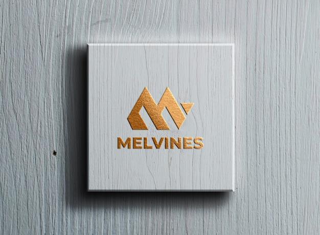 Роскошный логотип макет на белой коробке