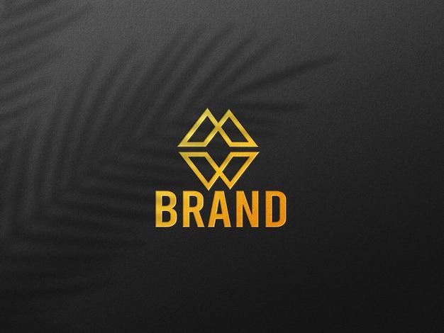 Роскошный макет логотипа с эффектом золотого пресса