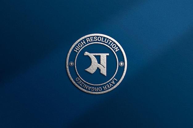 Роскошный макет логотипа с серебряным эффектом