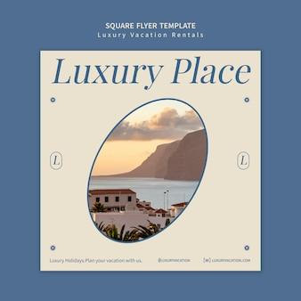 Modello di progettazione volantino quadrato per affitti vacanze di lusso