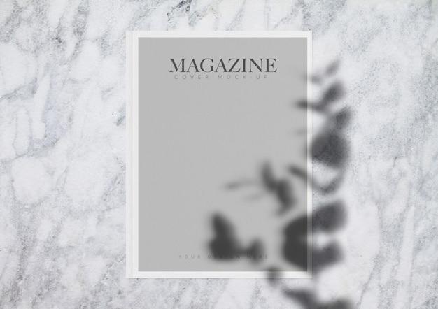 잡지 실물 크기의 모형