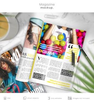 大理石のテーブルの雑誌のモックアップ