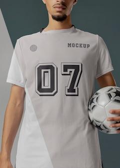 男性サッカー選手のアパレルモックアップ