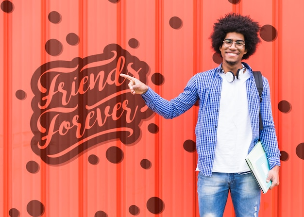 Man pointing at message for friends forever