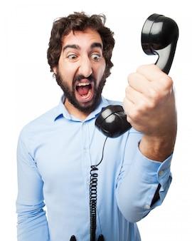 Человек кричал по телефону