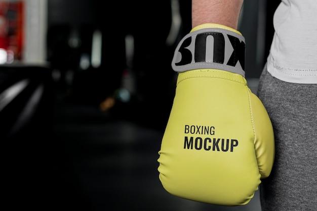 Человек в боксерских перчатках макет