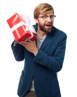 Человек с подарком