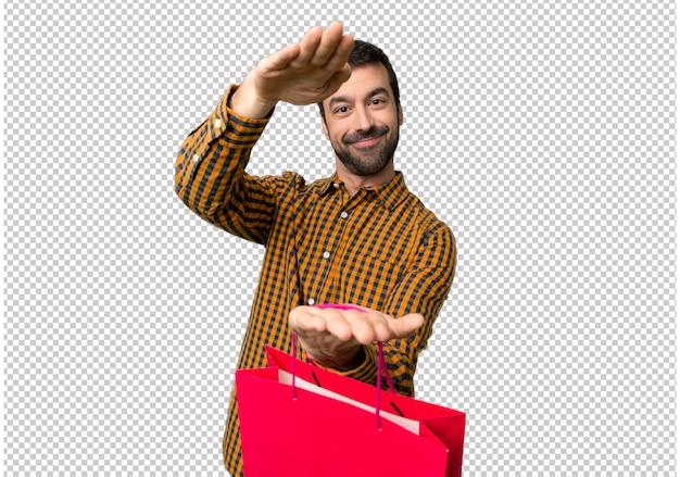 쇼핑백을 들고 광고를 삽입하는 쇼핑백을 가진 남자