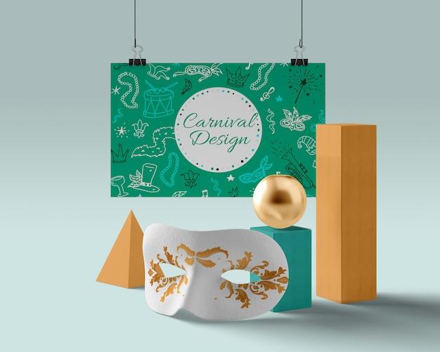 Маска подготовленная к карнавалу с золотыми деталями