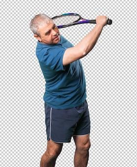 ラケットで遊ぶ中年の男性