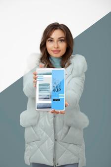 중간 샷 모델 지주 태블릿