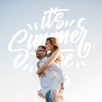 Средний снимок сбоку счастливая пара