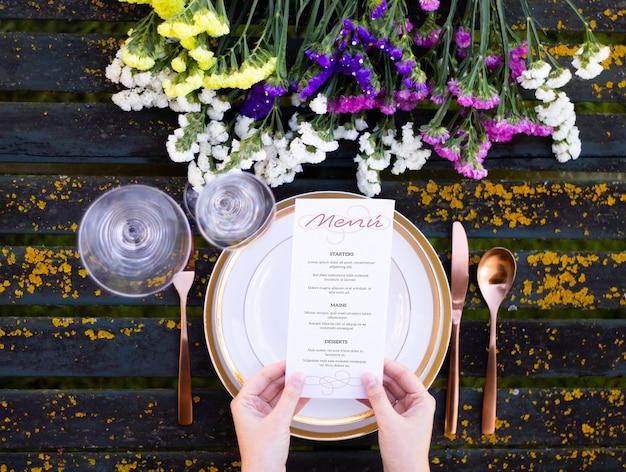 봄 테이블에 메뉴 모의