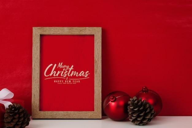 프레임 모형에서 메리 크리스마스 인사말 카드