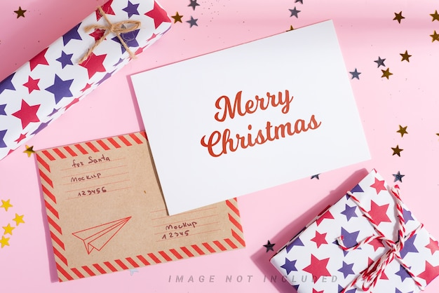 カラフルなギフトボックス付きのメリークリスマスポストカード