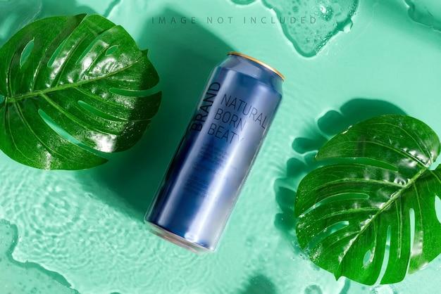 Металлическая банка для напитков с листьями тропической пальмы