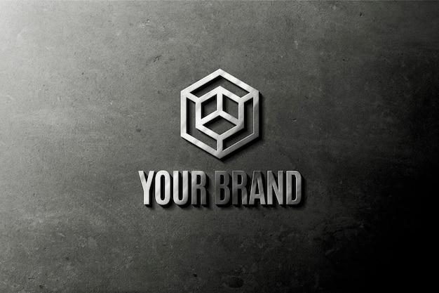 壁のモックアップのメタリックロゴ