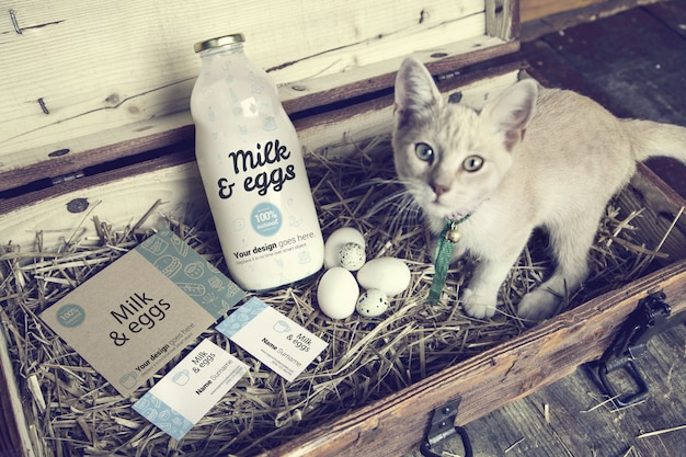 Молоко и яйца в деревянной коробке макет