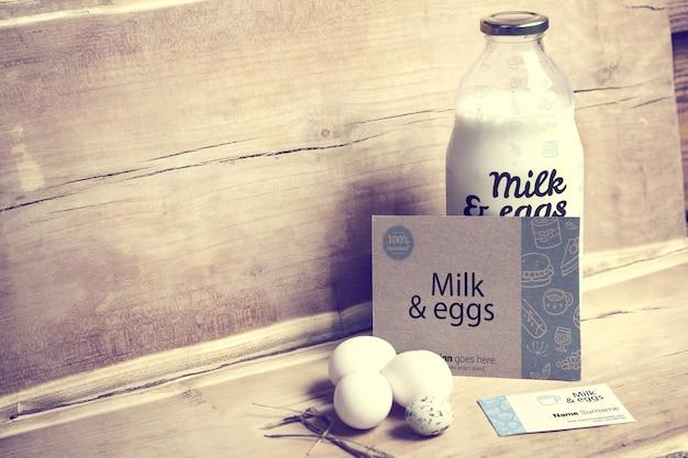 Молоко и яйца с макетом визитной карточки