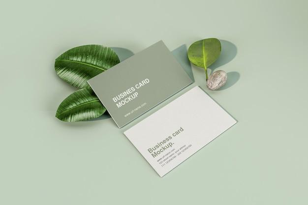 Минимальная визитка с макетом листьев