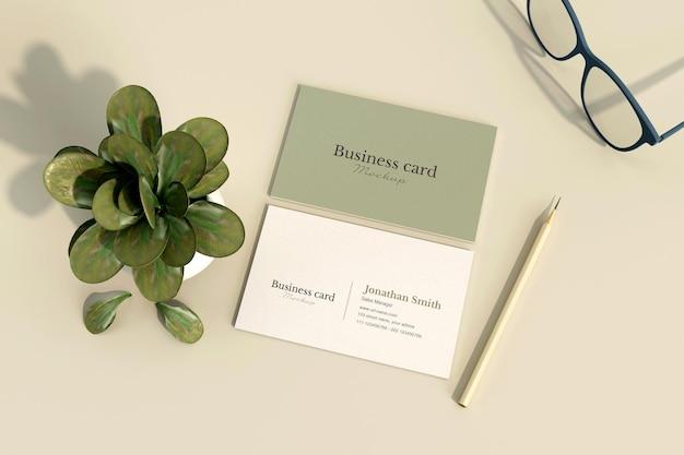 Минимальная визитка с макетом растений