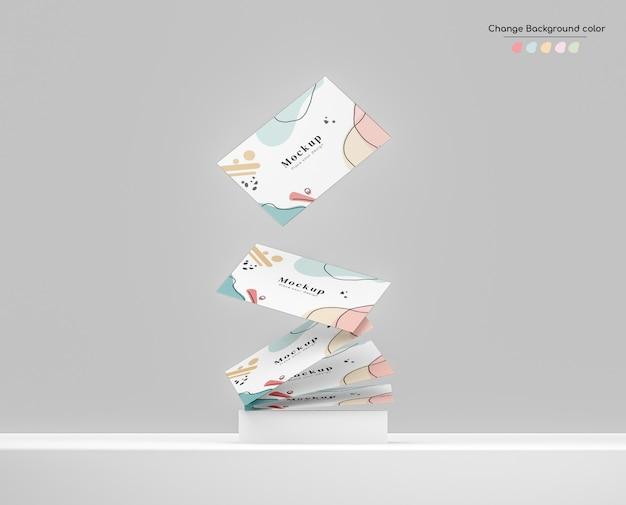 Минимальный макет визитной карточки для бизнеса, падающий на комок над платформой.