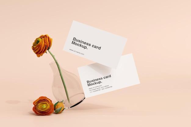 Минимальная открытка с макетом цветов