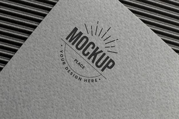 Composizione minima con mock-up della carta del marchio aziendale