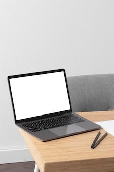 Design di mock-up dell'area di lavoro desktop minimale