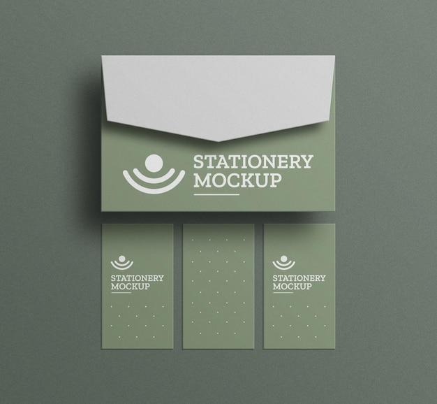 Минимальный конверт с макетом визитки