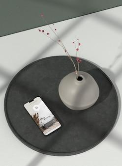 최소한의 꽃병 및 전화 모형